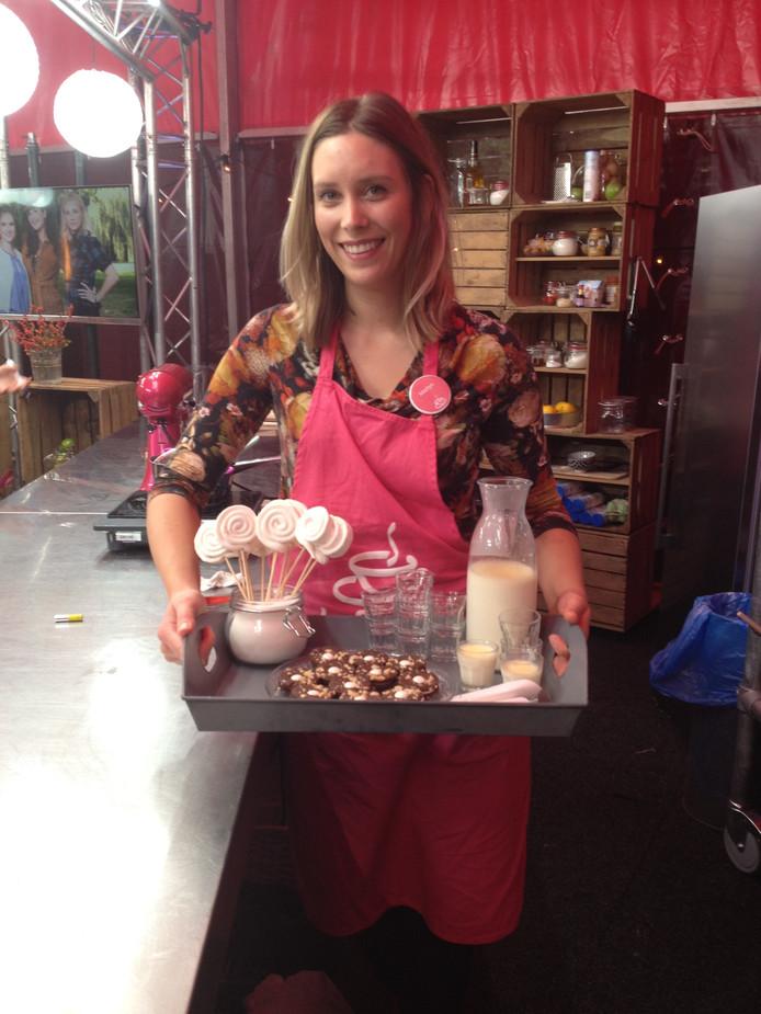 Marlyn Zwijnenberg in de finale van de bakwedstrijd van RTL4 Koffietijd.