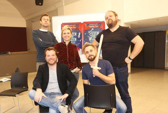 De cast van Koning Lou.