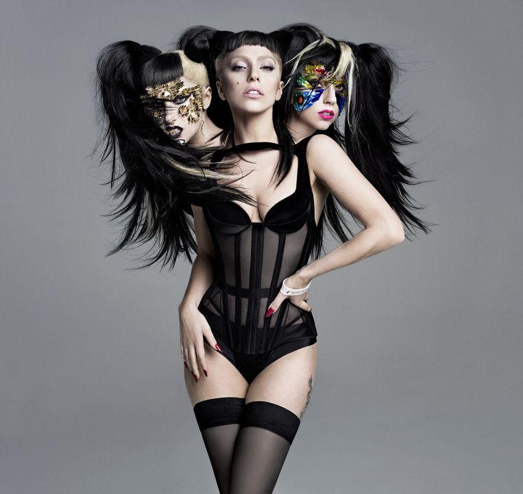 Lady Gaga voor de cover van V Magazine. 'Ze is half zo oud als ik, maar in Gaga herken ik mezelf toen ik 25 was' Beeld Inez van Lamsweerde en Vinoodh Matadin