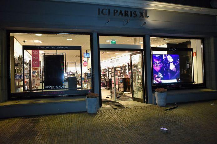 De winkel heeft veel schade.