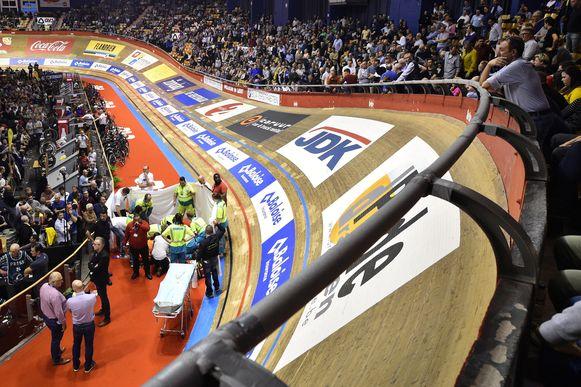 Na de zware val van Gerben Thijssen werd de race stilgelegd.