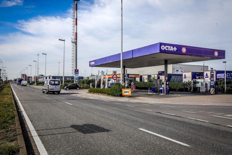De feiten vonden plaats in dit tankstation langs de Kustlaan in Zeebrugge.