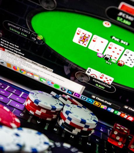 Dikke boete voor twaalf mannen die middenin de nacht illegaal gokken én geen afstand houden