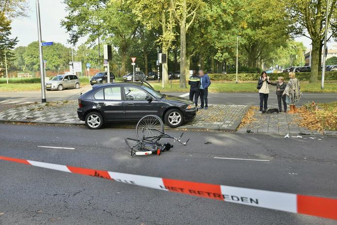 De fietser werd vermoedelijk geschept bij het oversteken.