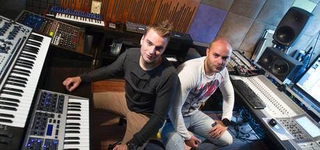 Showtek duikelt uit mondiale DJ Top 100