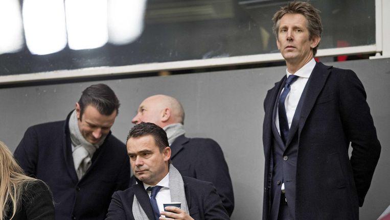 Ajaxdirecteuren Marc Overmars (l) en Edwin van der Sar kijken zorgelijk bij de wedstrijd tegen Willem II. Beeld anp