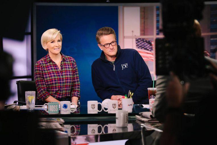 De presentators van 'Morning Joe': Mika Brzezinski en Joe Scarborough. Met gemiddeld 677 duizend kijkers staat het op de 37ste plaats van best bekeken nieuwsprogramma's op de kabelzenders in de VS. Maar omdat Trump kijkt, is het nu een van de invloedrijkste. Beeld null