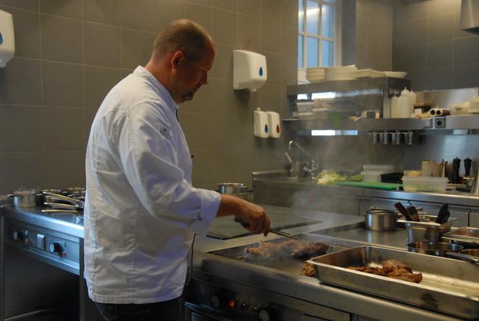 Edwin Kats, eigenaar/chef-kok van restaurant Noble in actie.