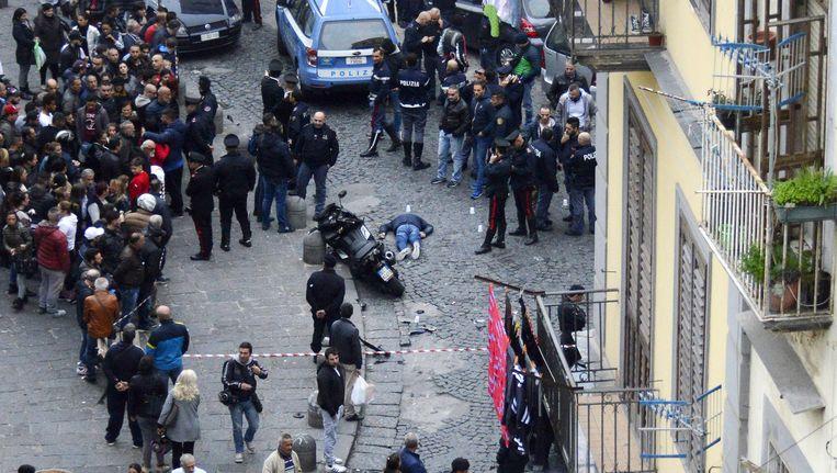 Pietro Esposito, een 45-jarige maffiabaas werd in 2015 op klaarlichte dag in het midden van Napels doodgeschoten door rivalen, een onschuldige omstander raakte gewond. Beeld Salvatore Laporta / Kontrolab
