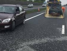 Verkeer op A30 bij Ede gehinderd door verloren grind op wegdek