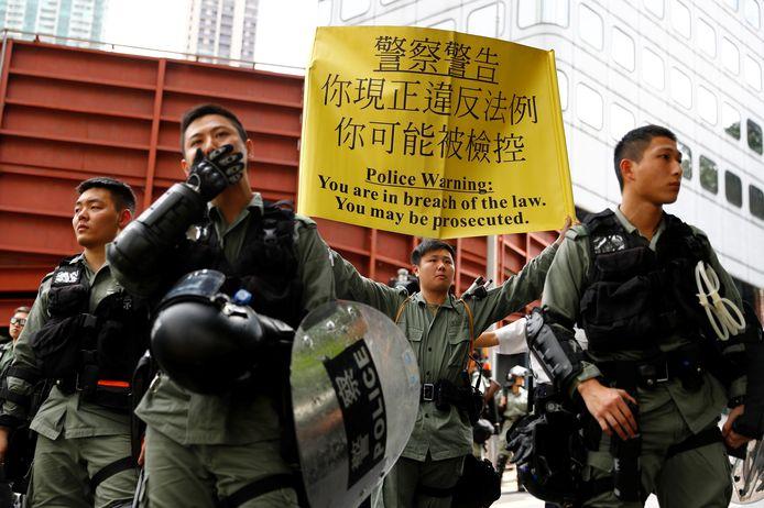 """De politie waarschuwt: """"U bent in strijd met de wet. U kan vervolgd worden""""."""