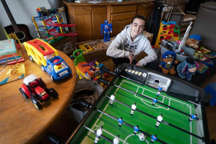 Buurjongen Maurice is een speelgoedinzamelingsactie begonnen voor de kinderen van het gezin dat is getroffen door een brand.