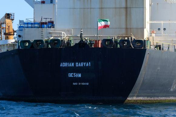 De Iraanse vlag wappert op de Adrian Darya 1, voorheen Grace 1 genaamd, die nu in de buurt van Turkije vaart.
