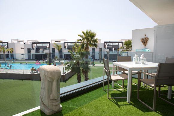 Imka en Xavier zijn een van de honderden Belgen die dit type flat in Spanje kochten. En zo mooi kun je het inrichten.