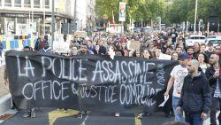 """""""Theo assassin!"""": honderden mensen eisen ontslag van Francken en Jambon na dood van peuter Mawda"""