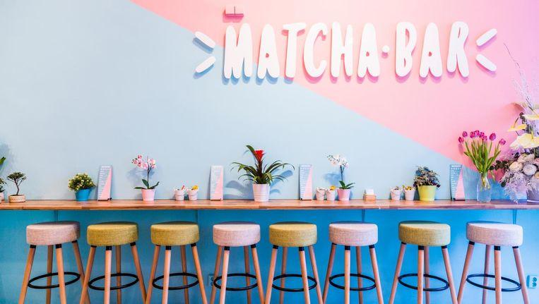 Muren in pastelroze en lichtblauw, want een beetje schattig hoort nu eenmaal bij een dessertwinkel Beeld Tammy van Nerum