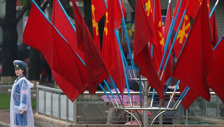 Vlaggen van de Arbeiderspartij wapperen in Pyongyang. Beeld reuters