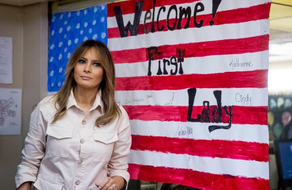 **Melania Trump bezoekt opvangcentra voor kinderen van illegalen om imagoschade te beperken**