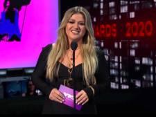 Kelly Clarkson aangeklaagd door management