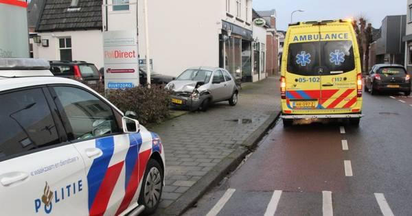 Bestuurder gewond bij botsing in Goor.