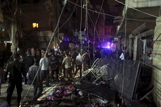 De ravage is goed zichtbaar na de twee zelfmoordaanslagen in Beiroet.