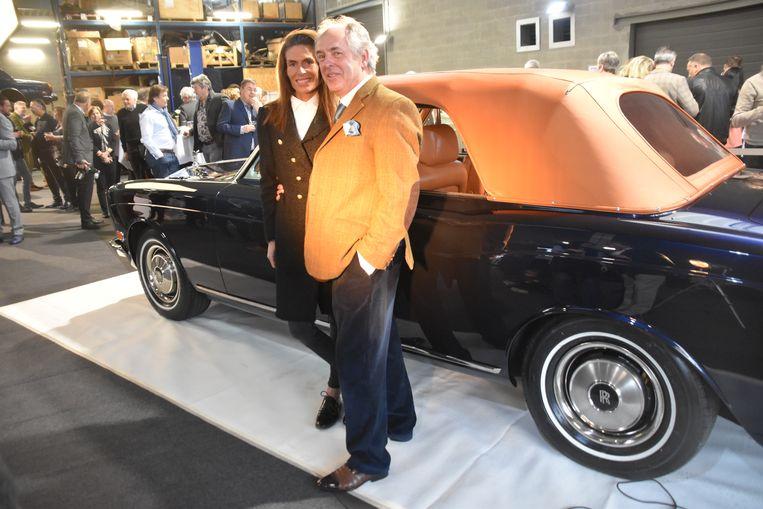 Paul Van Noten en zijn dochter Stephanie stelden de gerestaureerde wagen voor in hun bedrijf in Stekene.