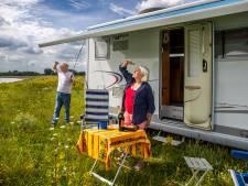 <br>Elly (79) en Kees (74) haalden hun groot rijbewijs en kunnen éindelijk op reis met hun nieuwe camper