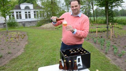 Nieuw bier Papitou voorgesteld met verse acaciahoning van eigen bodem