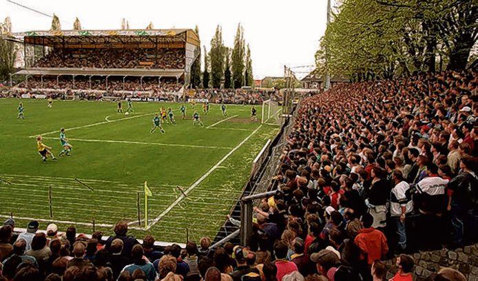 1996: De allerlaatste wedstrijd van NAC in het oude stadion aan de Beatrixstraat. Op 28 april verliest het van Feyenoord (0-3).