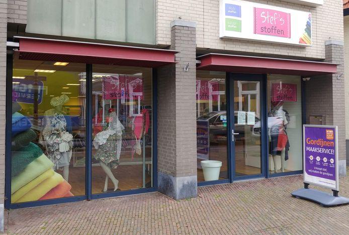 Stef's Stoffen verlaat de Molenstraat in Veghel. De zaak gaat 1 april open in de Kerkstraat in Oss.