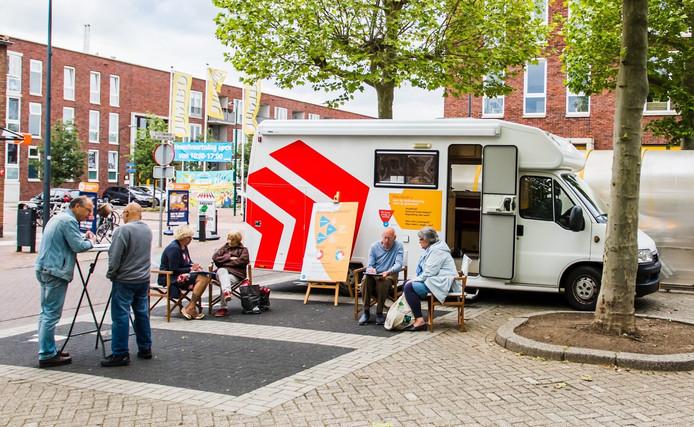 Wie zijn mening wil geven over het parkeerbeleid in Waalwijk kan de komende dagen terecht in de discussiebus.