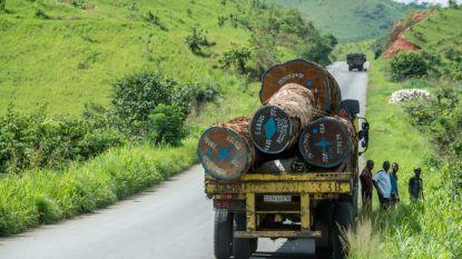 Vrachtwagen met lading zuur botst op bus in Congo: minstens 18 doden