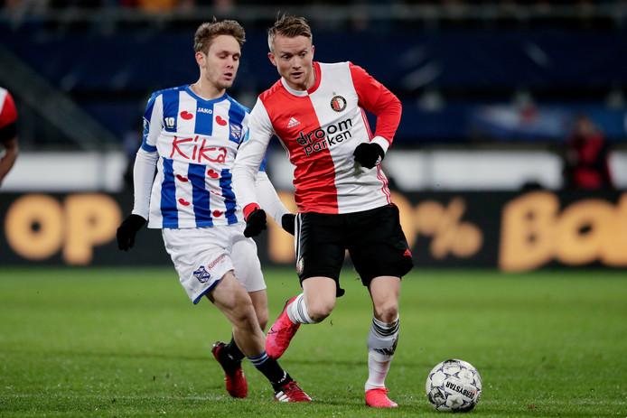Sam Larsson namens Feyenoord in actie tegen zijn oude club Heerenveen, dat ruim 1 miljoen euro verdient aan zijn transfer naar China.