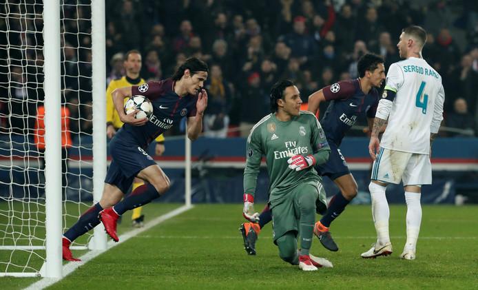 Edinson Cavani scoort tegen Real Madrid.