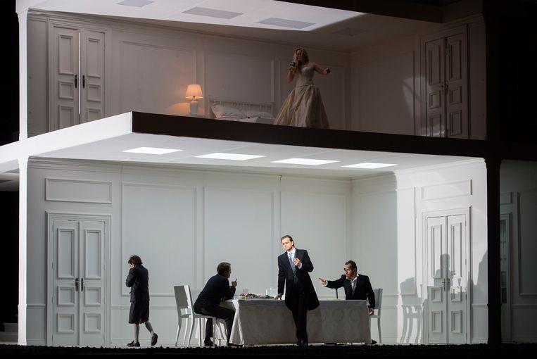 Simultane taferelen in Händels opera Rodelinda. Beeld null