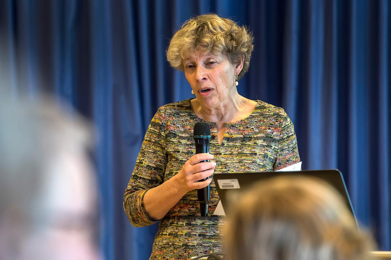 BREDA, Pix4Profs-Ron Magielse Liesbeth Adriaansens op het symposium in amphia molengracht , dat zij organiseerde over de effecten van electromagnetische velden op de gezondheid.