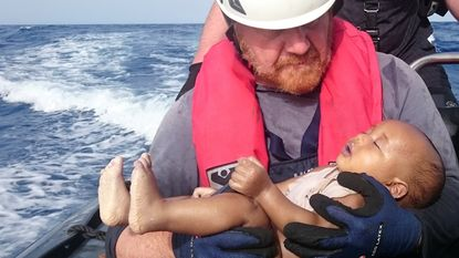 Foto van verdronken baby vat tragedie op Middellandse Zee samen