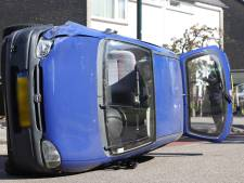 Automobiliste verliest macht over het stuur en komt met auto op zijkant terecht in Son en Breugel