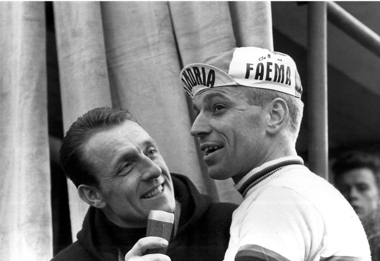 Na zijn wielercarrière kwam De Bruyne Van Looy nog vaak tegen, maar dan als interviewer, zoals hier tijdens Gent-Wevelgem.