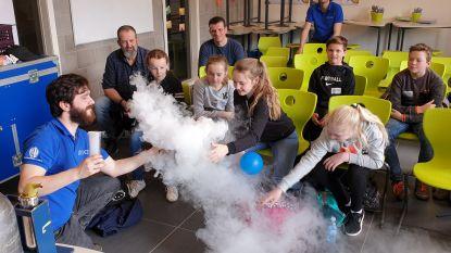 Zesdejaars experimenteren erop los tijdens STEM-dag in Talentenschool