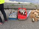 Honderden flessen gaan er doorheen