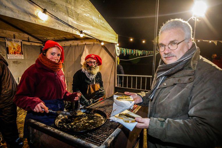 Bij een winters evenement hoort sprot op de barbecue.