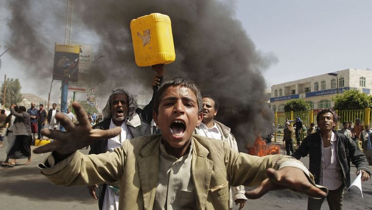 Protesten tegen het brandstoftekort in Sanaa, Jemen. Beeld null
