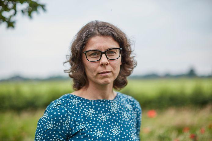 Ada Ritzer uit Laren (gld) moest liefst vijf dagen wachten op de uitslag van haar coronatest. Normaliter zou dit circa 48 uur moeten duren. Ze hing urenlang aan de telefoon met onder meer de GGD, maar stuitte telkens op een muur.