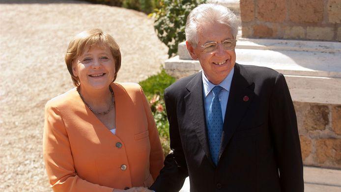 Angela Merkel en Mario Monti op 4 juli