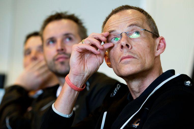 Hans Gootjes (rechts) naast Bondscoaches Gerben Wiersma (Turnen Dames) en Bram van Bokhoven (Turnen Heren), tijdens een toelichting op de route naar de Olympische Spelen Tokyo 2020.  Beeld Hollandse Hoogte / ANP