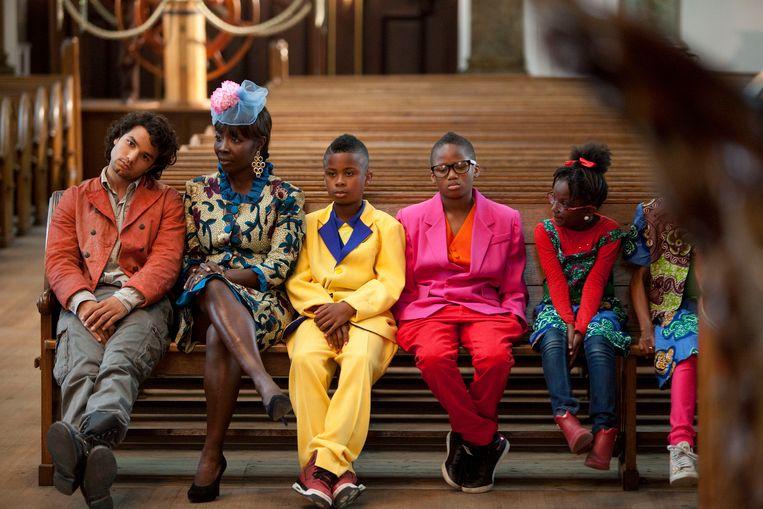 Mingus Dagelet (uiterst links) op de set van Koning van Katoren. De film wordt zondag om 09.00 uur op NPO 3 uitgezonden. Beeld Arie Kievit