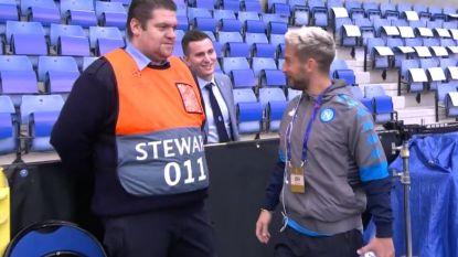 """""""Hoezo Dries, jij speelt niet? Maar je hebt 75 man uitgenodigd!"""": verbazing groot dat Mertens op bank zit"""