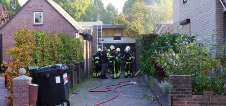 Twee garages in Heesch verwoest door brand