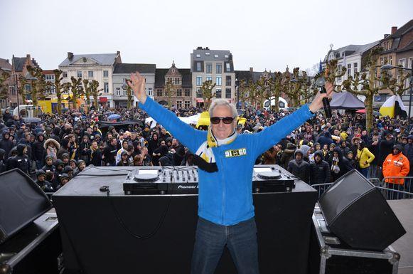 Net als in maart zal dj Dirk Stoops opnieuw aanwezig zijn op het supportersfeest van de Sportingfans.